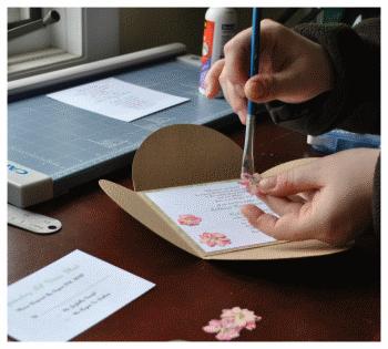make invitations pressed flowers